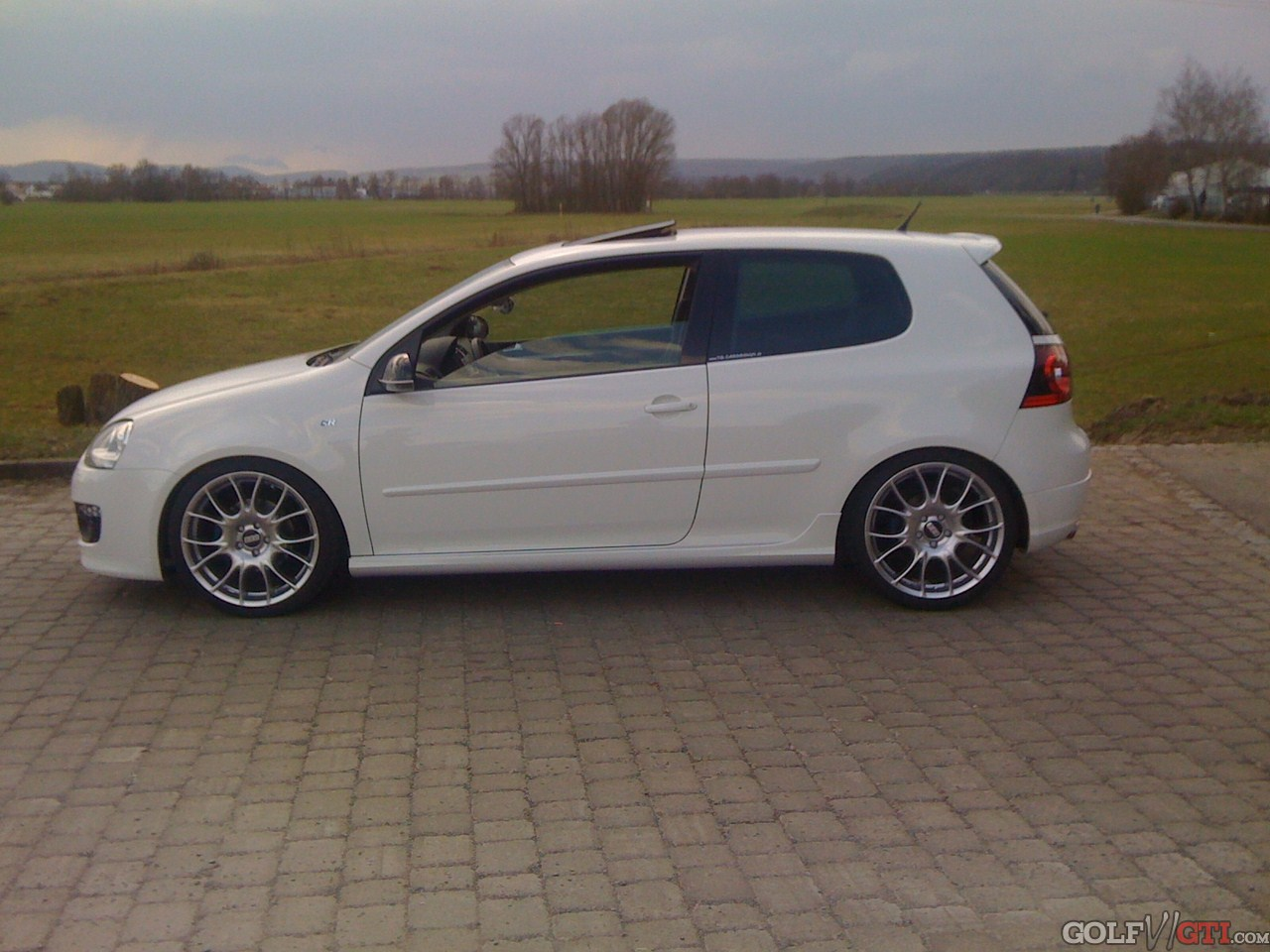 suche bilder von weissem gti mit 19 bbs ch golf vi gti. Black Bedroom Furniture Sets. Home Design Ideas