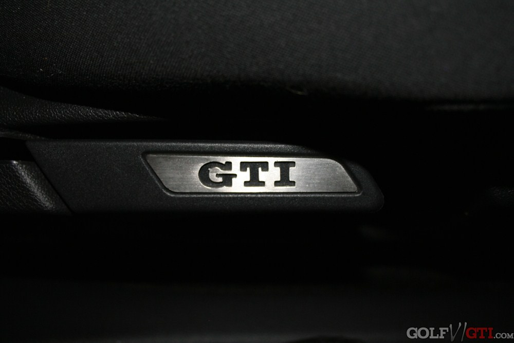 sitzembleme mit gti schriftzug golf vi gti community forum. Black Bedroom Furniture Sets. Home Design Ideas