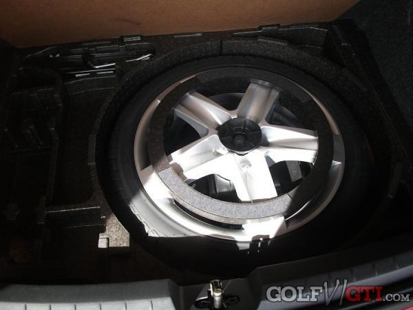 scirocco forum das erste forum zum neuen vw scirocco 3 batterie in den kofferraum verlegen. Black Bedroom Furniture Sets. Home Design Ideas